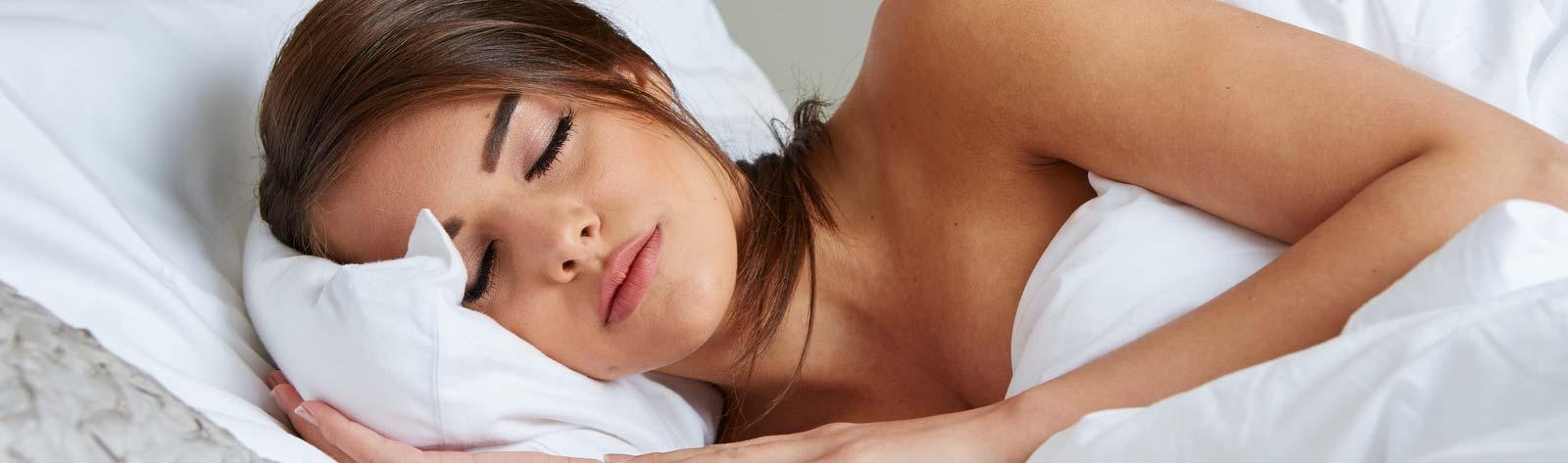 Najlepsza pozycja do spania po operacji powiększenia piersi